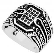 Мужское кольцо из серебра с черным ониксом 18.5р