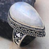 Кольцо в винтажном стиле с натуральным лунным камнем 19р