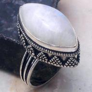 Перстень в винтажном стиле с натуральным лунным камнем 18.5р