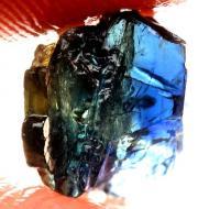 2.9Ct Необработанный трехцветный сапфир кристалл без огранки 8*5мм