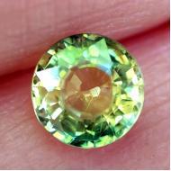 0.55Ct Желто-зеленый не гретый полихромный сапфир 4.6мм круг
