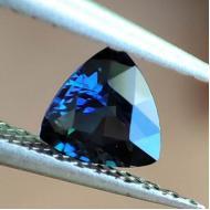 0.53Ct Необыкновенный Полихромный Австралийский Сапфир класса АА++ 5.3мм триллион