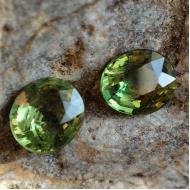 0.87Ct Пара Желто-зеленых не гретых натуральных сапфиров 4.8*4.2мм