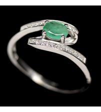 Серебряное кольцо с натуральным изумрудом класса ААА+ 19р