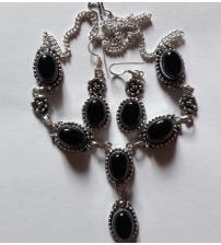 Серебряный комплект с черным ониксом: серьги и ожерелье