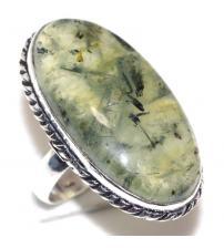 Cеребряное кольцо с натуральным пренитом 18р