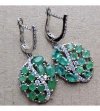Серебряные серьги подвески с натуральными изумрудами