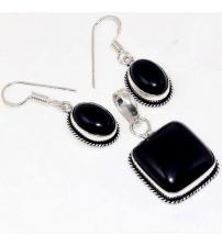 Серебряный комплект с черным ониксом: серьги и кулон