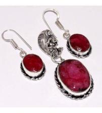 Серебряный комплект серьги и кулон с индийским рубином (корундом)