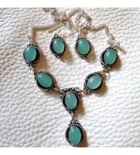 Серебряный набор с зеленым халцедоном: серьги и ожерелье