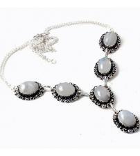 Серебряное ожерелье с лунным камнем