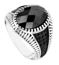 Серебряный перстень с черным ониксом и шпинелью 20р