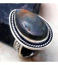 Перстень з лабрадоритом в вінтажному стилі 18.5р