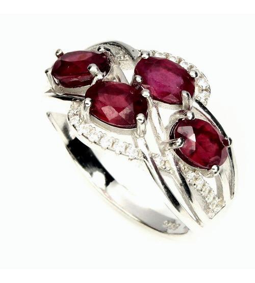 Серебряное кольцо с натуральными рубинами 18р