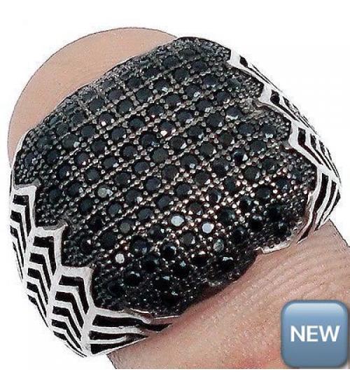 Эксклюзивный серебряный перстень с черными сапфирами 19.5р