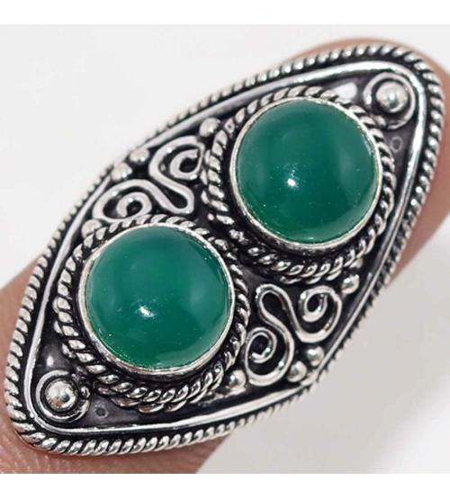 Серебряное кольцо с зеленым ониксом 17.5р