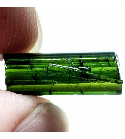 3.61CT Натуральный необработанный турмалин 14*5мм (без огранки)
