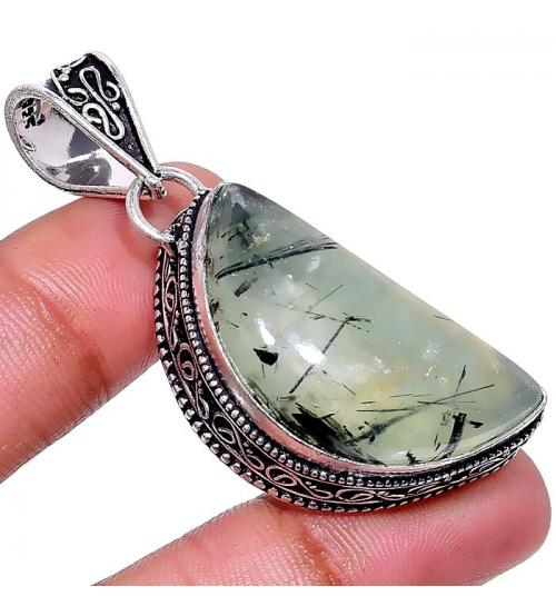 Серебряный подвес (кулон) с камнем пренит в винтажном стиле