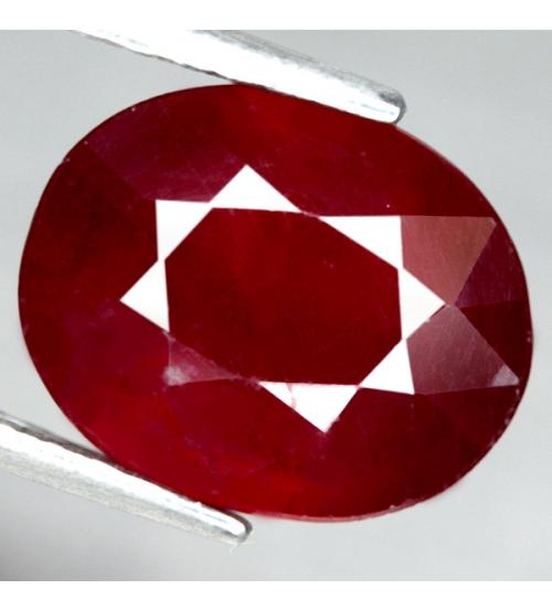 крупный рубин овальной формы
