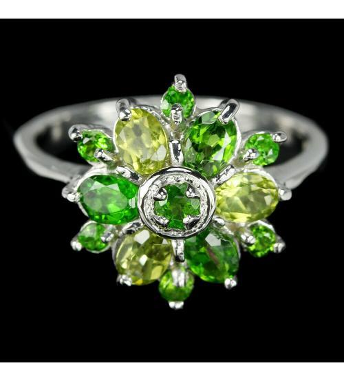 купить серебряное кольцо с зелеными камнями