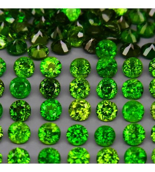 0.08Ct Натуральный камень зеленый Хромдиопсид 2.5мм круг (цена за 1шт)