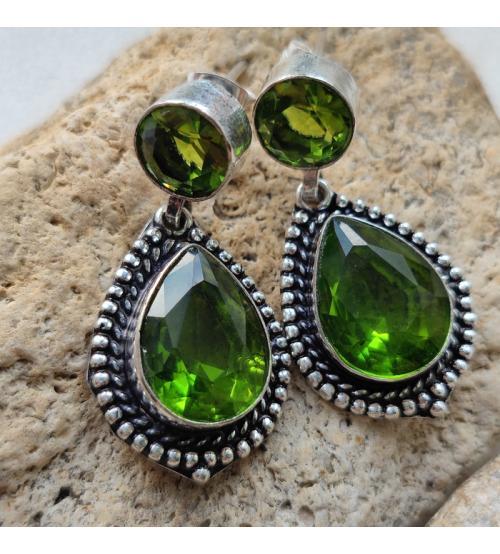 крупные серьги с зелеными камнями