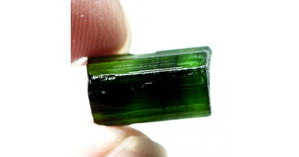 повышенных зеленый камень магнитится фото без огранки продолжила карьеру
