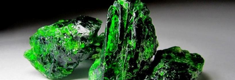 Дорогоцінне каміння зеленого кольору