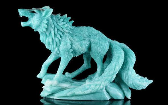 фигурка волка из амазонита